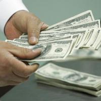 ウズベキスタン共和国を旅行する場合はどんな外国貨幣を持っていったほうがよいか?