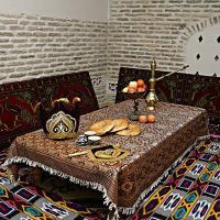 Так выглядит столик в одном из ресторанов отелей в Бухаре.