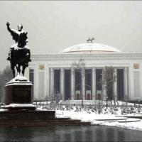 Ташкент, зима, памятник Амира Темура и Фонд Форум