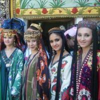 Узбекские национальные женские платья