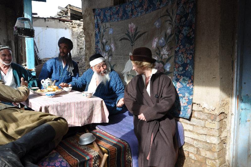 «На солнечной стороне улицы» Гостеприимность и нескончаемое милосердие узбекского народа в довоенном и послевоенном периоде было отчетливо выражено в этом историческом фильме.